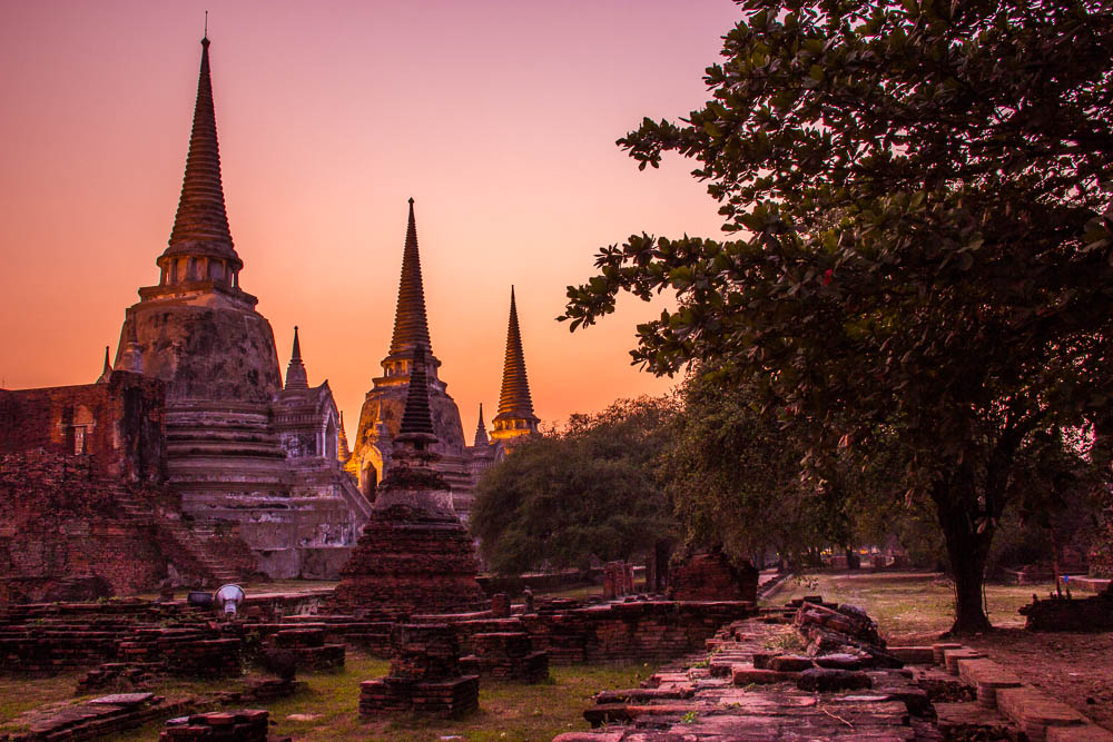 Ayutthaya Temples and a crazy Thai experience ...